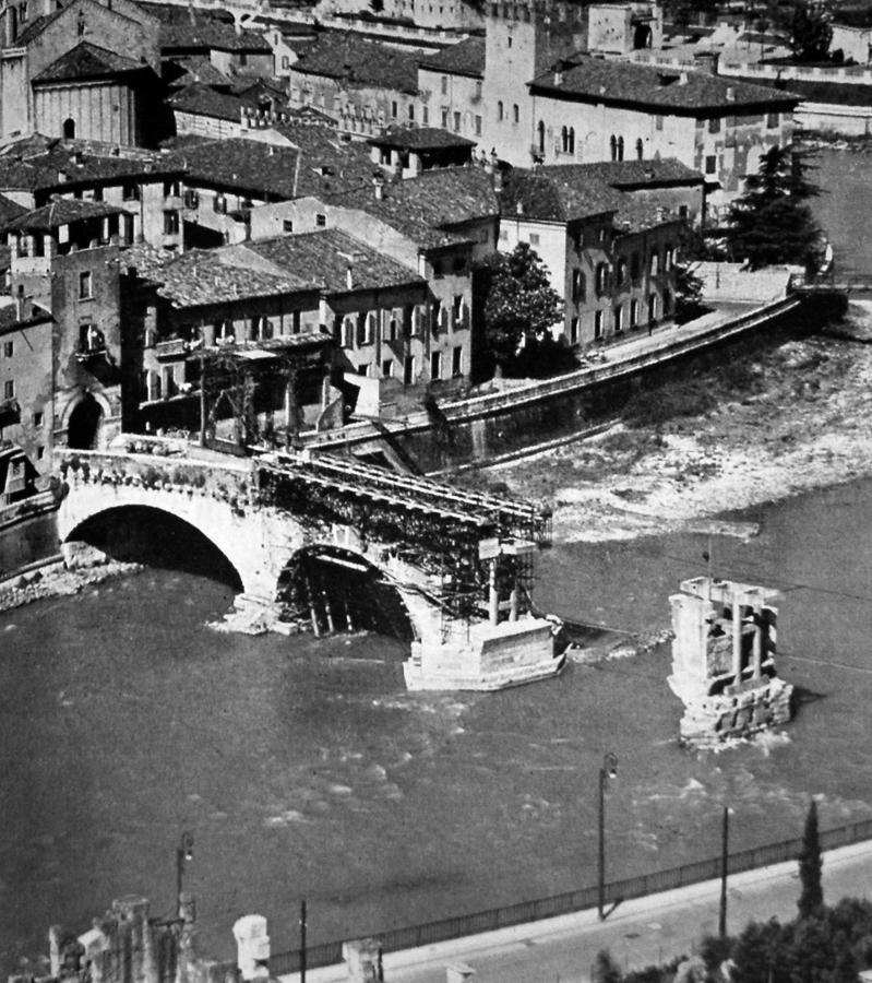 Ponte_Pietra_ricostruzione