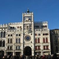 La Torre del Reloj en la Plaza de San Marco (venecia, Italia)