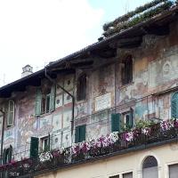 Las Casas Mazzanti, Piazza delle Erbe, Verona, Italia.