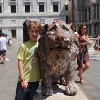 I leoncini della piazzetta  di San Marco. Dobbiamo proteggerli!!!
