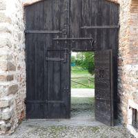 Detalles de Puertas medievales. Castello di San Martino della Vaneza. Padova, Italia.