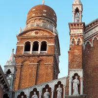 """Detalles de la """"Chiesa della Madonna dell'Orto"""" Venezia, Italia."""