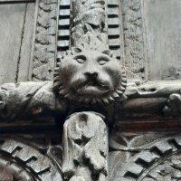 Detalles de Una puerta maravillosa. Palazzo Soranzo Van Axel Venecia.