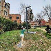 Marta y el Elefante. Giardino della Marinaressa. Venezia.